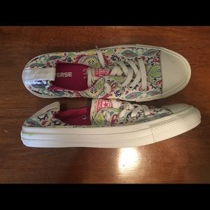 Converse Sneakers Never Worn Size 9